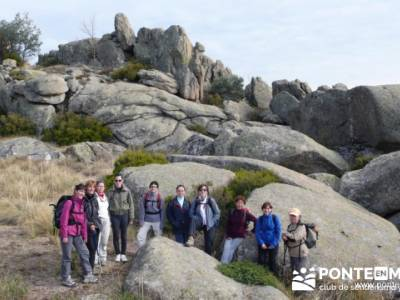 Parte del grupo en La Pedriza - rutas por madrid; viajes en verano